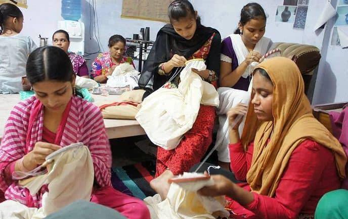 women stiching Lucknow chikankari Suits